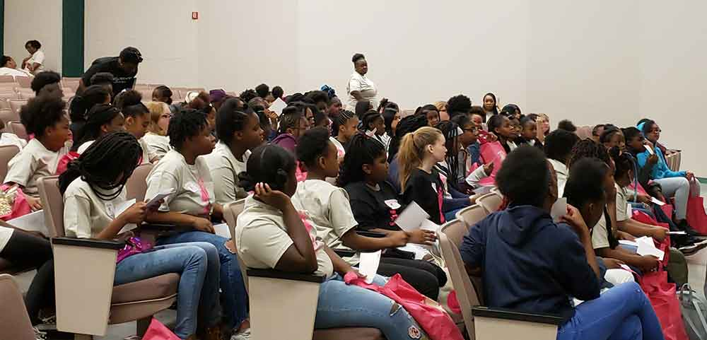 Students attending a mentoring session with DeAnna